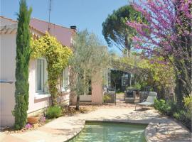 Four-Bedroom Holiday Home in Villeneuve-Les-Avignon, Villeneuve-lès-Avignon