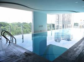 Andy's studio near Tan Son Nhat airport, free gym and pool, Ho Chi Minh
