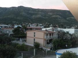 DOM CARA LAZARA 3 Etazh s terrasoi i otdel'nym vkhodom500 m do moria, Sutomore
