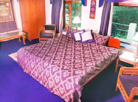 Apartment room in Dharamkot, by GuestHouser 17745, Dharamshala