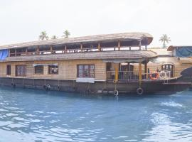 3-BR houseboat in Alappuzha, by GuestHouser 25452, Alleppey