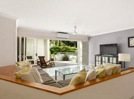 Poolside Apartment In Absolute Beachfront Resort, Palm Cove