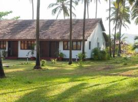 Villa with a pool in Ashvem, Goa, by GuestHouser 41469, Morjim