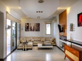 Luxe 2 BDR Suite Apartment, 拉纳卡