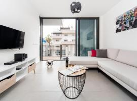 City Living Apartment w/ Parking & Balcony by Sea N' Rent, Tel Aviv