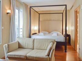 Central Cannes with intimate large terrace - 6 pax, Cannes