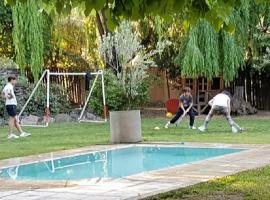 Casa en chacras de Coria con piscina jardin y Quincho, Luján de Cuyo
