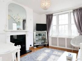 Sunny 2 bedroom flat between Camden Town & Primrose Hill, Londres