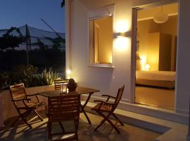 Minimalistic Apartment Near the Sea, Goúvai