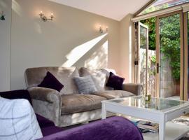 Modern 2 Bedroom House in Secure Neighbourhood, Dublin