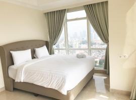 Luminous Modern 2 BR Menteng Park Apartment By Travelio, Dżakarta