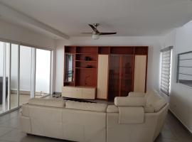 Casa en Condominio con Piscina propia, Managua