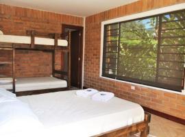 Live the Life Lodge: Quadruple Room 1, Lentag