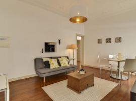 Well-design 2 bedroom apartment in Santos, Lisbona