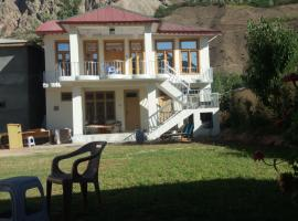 Booni Guest House, Dok