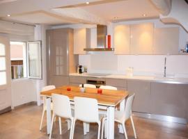 House Charmante et spacieuse maison idéalement situé au centre du village de valbonne, Valbonne
