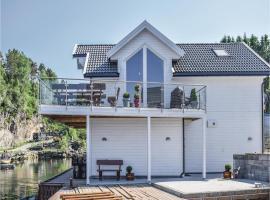 Three-Bedroom Holiday Home in Auklandshamn, Vestvik