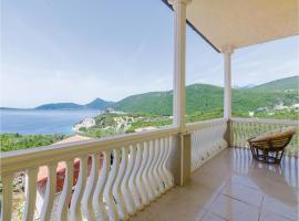 Four-Bedroom Holiday Home in Herceg Novi, Herceg-Novi