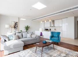 Hometown Apartments - Designer 3BR for a family in the heart of City Walk, Dubái