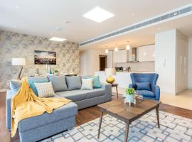 Hometown Apartments - Stay in new and spacious 3BR right in the City Walk, Dubái