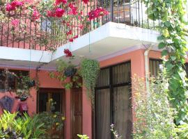 Casa de Marielena - local family homestay with 3 meals daily + wifi, Antigua Guatemala