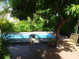 jolie villa créole avec piscine à 2 pas du lagon et du centre, La Saline Le Bains