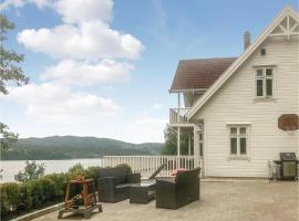 Four-Bedroom Holiday Home in Ostereidet, Veland