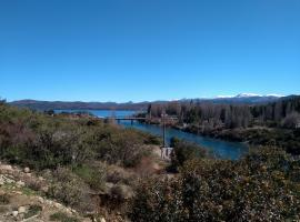 Cabaña con vista al río Limay y lago Nahuel Huapi, Dina Huapi