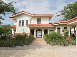 Casa Adelante (House & Studio), Tola