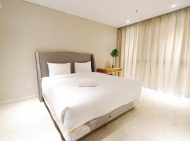 Spacious and Modern 2BR The Residence Ciputra World 2 Apartment near to SCBD By Travelio, 雅加达