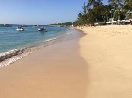 Spacious White House Villa 1 to sandy beaches, Сент-Джеймс