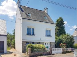 Three-Bedroom Holiday Home in Pont-Aven, Pont-Aven