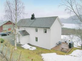 Four-Bedroom Holiday Home in Osmarka, Heggem