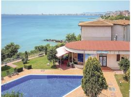 Four-Bedroom Holiday Home in Sveti Vlas, 沃拉斯