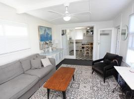 Stylish Romantic River Cottage Few Steps to the Water, Goolwa