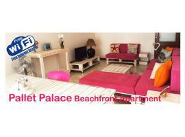 'Pallet Palace' Large Luxury Beachfront Apt WiFi, Mindelo