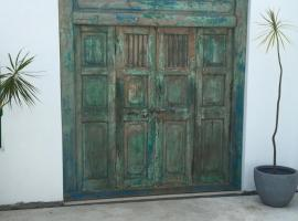 La Maison Bleue, Saint-Pierre