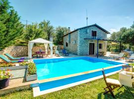 Kalligoni Villa Sleeps 6 Pool Air Con WiFi, Lefkada Town