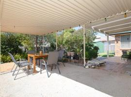'Redman' , 2/8 Redman Place - Fantastic pet friendly duplex close to the water & club, Soldiers Point