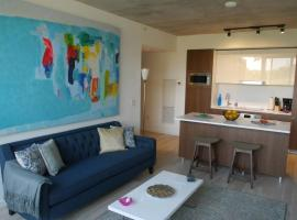 New 2BR TownHome with Parking!, Торонто