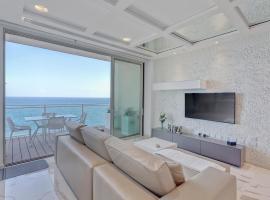Luxury Apt Ocean Views in Tigne Point, with Pool, Sliema