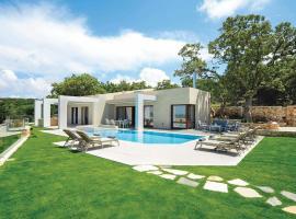 White Oak Tree Villa, Prinés
