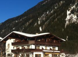 Hotel-Garni Almhof, Mayrhofen