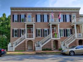 Grace Estate Garden Apartment - One Bedroom House, Savannah