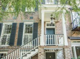 Tattnall Main - Two Bedroom House, Savannah