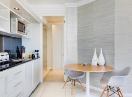Camps Bay Apartment Sleeps 2 Air Con WiFi, Le Cap