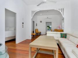 Queensland Living - Two Bedroom Tropical Getaway, Кэрнс