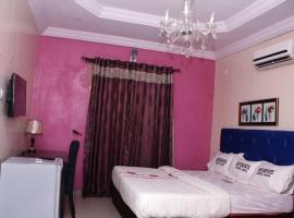Westedge Hotel & Suites, Idowu