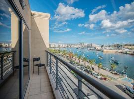 Seafront Sliema Luxurious Modern Apartment, Il-Gżira