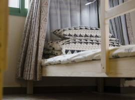 6 Guests Bunk Beds Private Room C4 in Magic Bus Hostel, Otaru